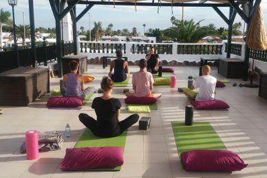 Yoga, Strand und Meer im Maspalomas Lago Resort Spanien